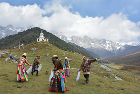 行走青藏高原的边缘,驻足在祁连山脚下的魅力小城