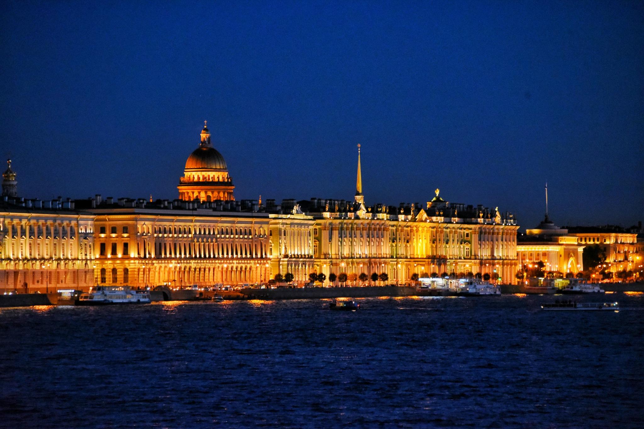 遇见阳光淋过雨,走在圣彼得堡的历史里