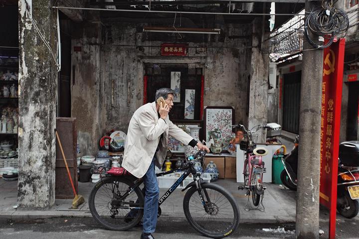 """""""在潮汕地区,有一个独具特色的成人礼习俗,叫做""""出花园""""""""办外甥""""。因此这一天,颇有告别之意_潮州古城""""的评论图片"""
