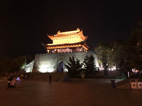 巴陵广场旅游景点图片