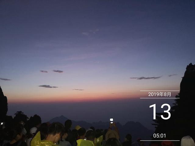 """""""为了看日出,大家4:20起床,爬行20分钟到达光明顶,这个时候才知道,腿有好酸,简直是一步一步..._光明顶""""的评论图片"""