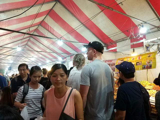 """""""首先见识的就是当地的民生 因为住的地方距离--菜市场很近,晨起看到老百姓们忙碌着 胡志明城市是一个在_范五老街""""的评论图片"""