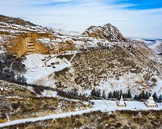 雪后的马蹄寺,就变成了布达拉