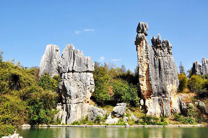 石林彝族服装_2021那座形似阿诗玛的石林是石林风景区著名的景点,也是人们 ...