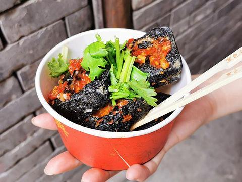 黑色经典臭豆腐旅游景点图片