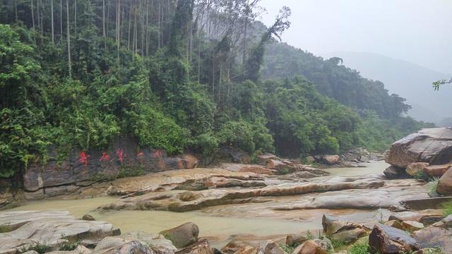 奇石河旅游景点图片