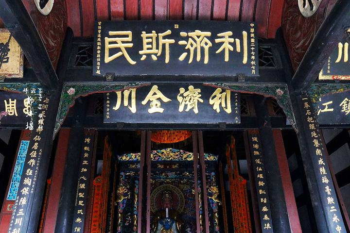 """""""价格不贵但是排队的人特别多,要知道都江堰景区是世界遗产,就是淡季也是人山人海的,所以建议步行前..._二王庙""""的评论图片"""