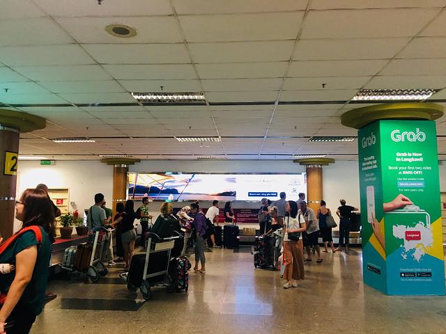 """""""上飞机就直接走过去,感觉就是搭巴士而已。机场外面有几个连锁品牌,比如汉堡王等,解决随便吃喝没问题_兰卡威国际机场""""的评论图片"""