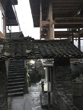 墨戎苗寨的图片