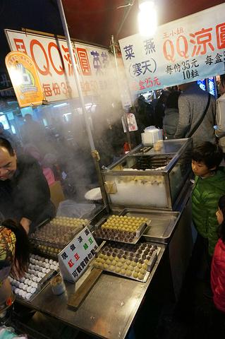 """""""市井的烟火气息,在这里是最好的体现,大陆很多的仿夜市小吃来到这里才算是真正的找到了鼻祖_饶河夜市""""的评论图片"""