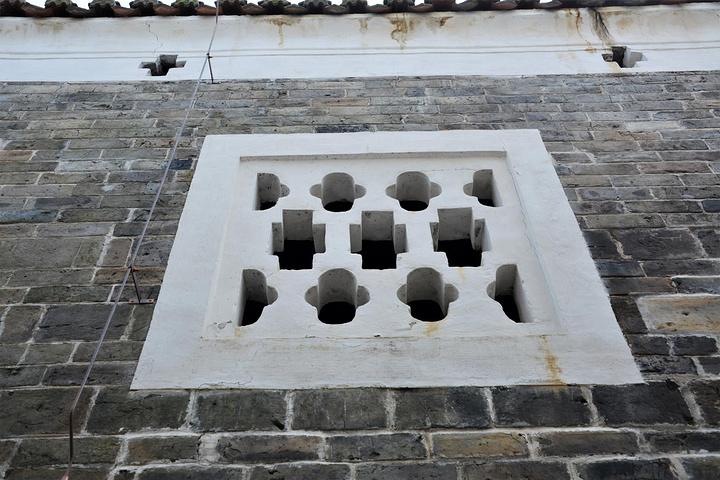 """""""北京有个古建筑专家到龙家大院来考察后,感叹地说,这是他在中国所看到的第一个有路灯的古村_龙家大院""""的评论图片"""