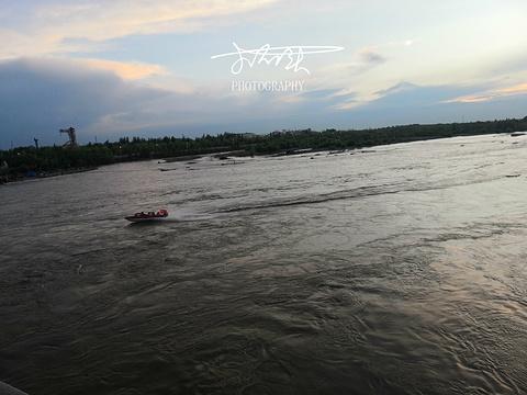 伊犁河旅游景点图片