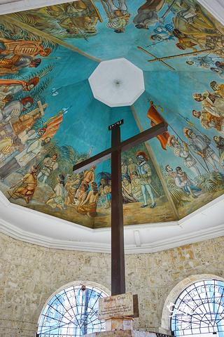 """""""十字架顶部的六角形天花板壁画,仍然保留着当年的原貌,色彩非常艳丽,精美绝伦,值得细细观赏_麦哲伦十字架""""的评论图片"""