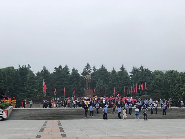 """""""旁边有一个博物馆很大,讲解员不错_毛泽东铜像""""的评论图片"""