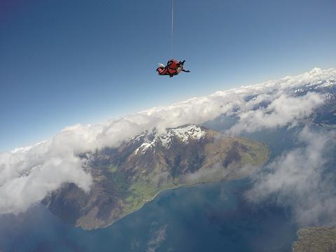 皇后镇高空跳伞旅游景点图片